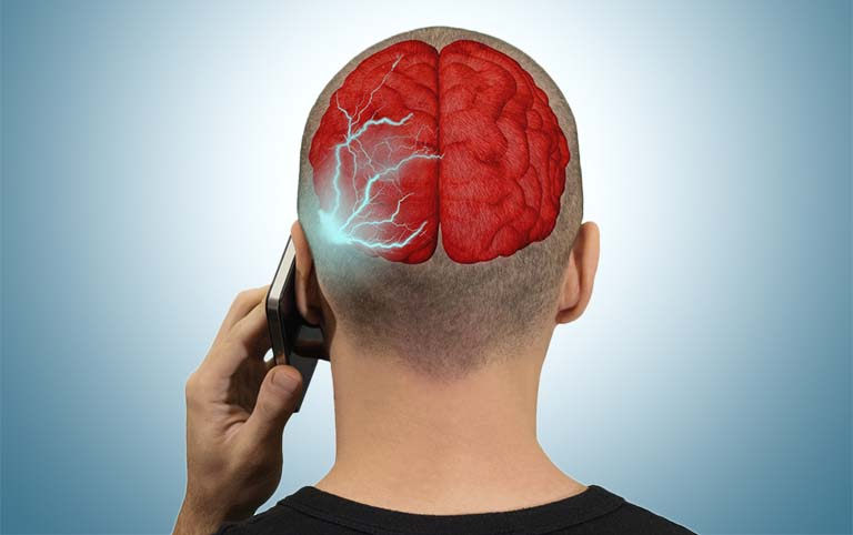 Cell-Phones-and-Brain-Cancer-The-Scary-Link-Between-the-Two-MainPhoto